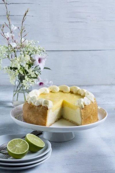 עוגת גבינה אפוייה בציפוי לימוני