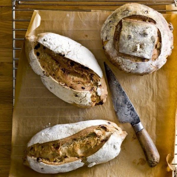 לחם מלא עם אגוזים