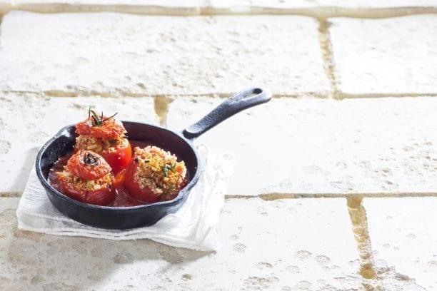עגבניות ממולאות בקוסקוס מלא ירקות שורש