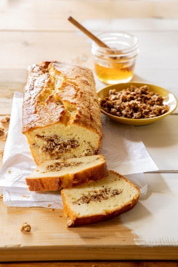 עוגה בחושה במילוי גרנולה