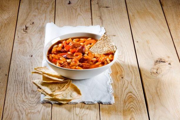 מרק עגבניות, שעועית וקבנוס