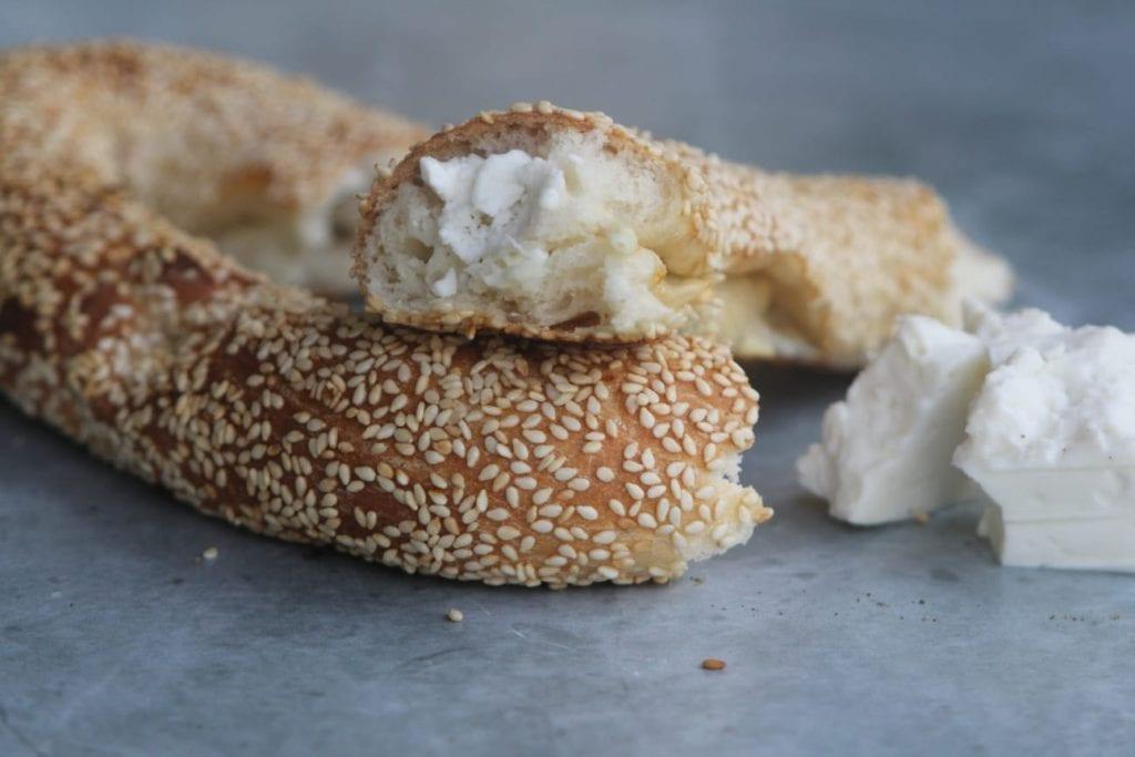 בייגלה ירושלמי במילוי גבינה מלוחה