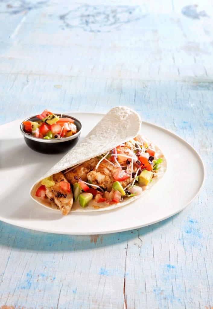 טורטיה במילוי חזה עוף במרינדה של חמאת בוטנים