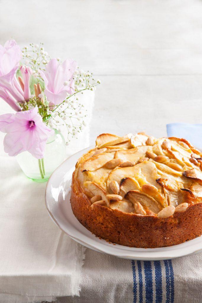 עוגת תפוחים ושקדים בחושה